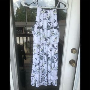 Adorable white floral strappy sundress!